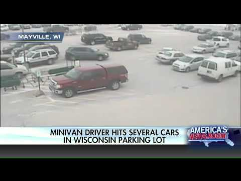 Elderly takes out several cars to exit parking lot