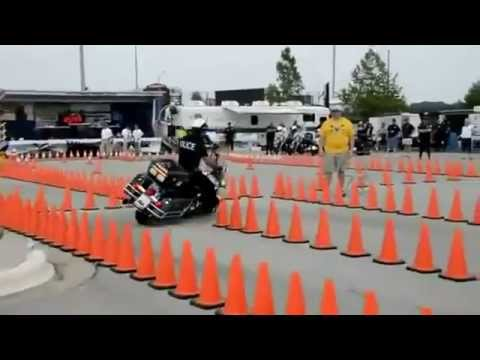 This cop has serious skills on bike!